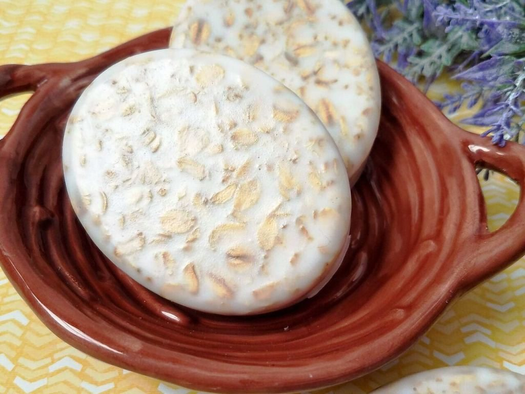 1 Minute Almond & Oatmeal Scrub Soap Recipe For Dry Skin