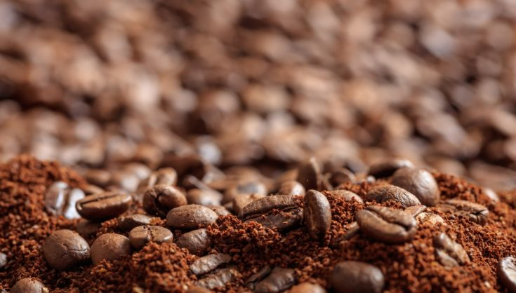 Coffee, just like all caffeine-based beverages, has a high concentration of tannins, which easily and almost permanently stain the teeth. When used on skin, it gives an illusion of a perfectly bronze complexion.