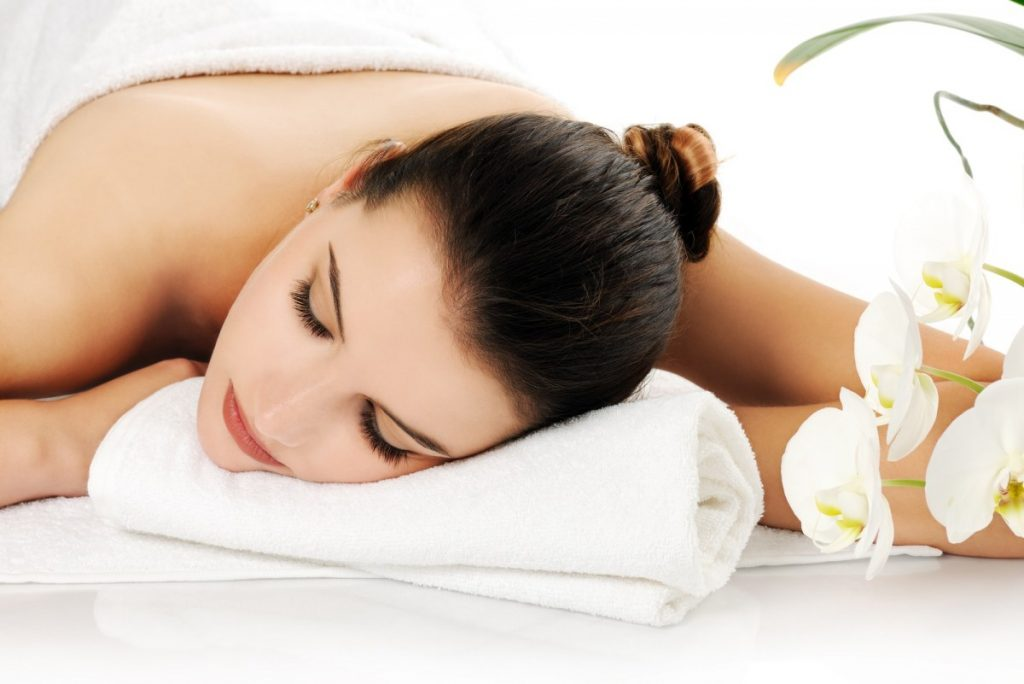 25 Incredible Benefits Of A Spa (Day, Treatments, Tub, Pool); spa beauty