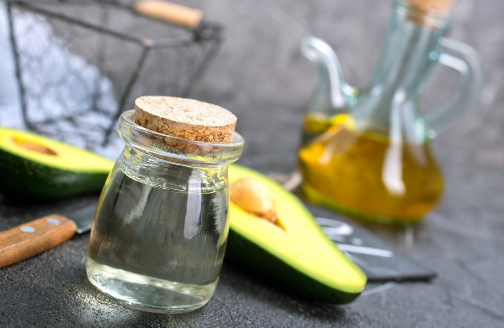 4 Best DIY Tanning Oil Recipes: Natural Protection With SPF; avocado oil