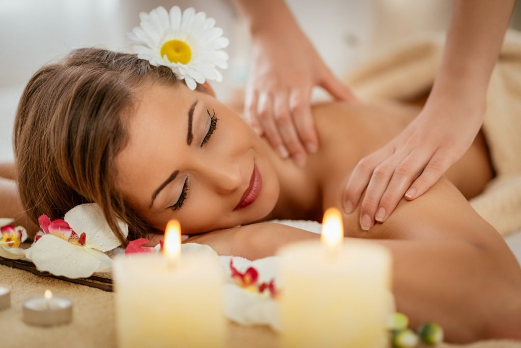 How To Have The Best At Home Spa Day: 25 Genius Ideas; Back Massage