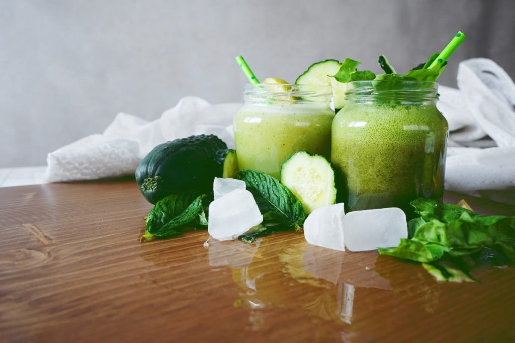 How To Have The Best At Home Spa Day: 25 Genius Ideas; Detox green smoothie
