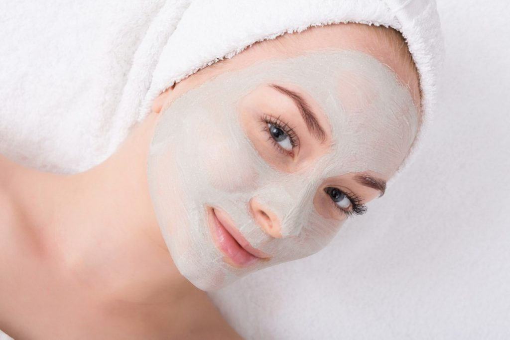 How To Have The Best At Home Spa Day: 25 Genius Ideas; Face mask, spa beauty treatment, skincare