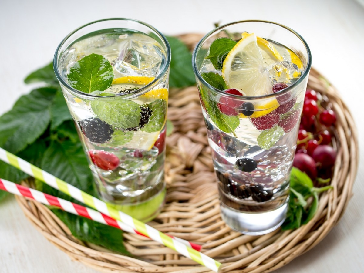 21 Invigorating Spa Water Recipes For Instant Energy; Berry detox drink
