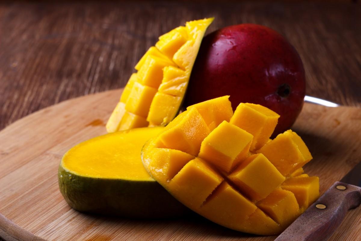 21 Invigorating Spa Water Recipes For Instant Energy; Fresh organic mango