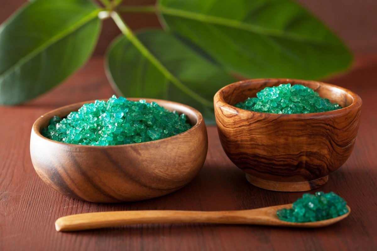 25 DIY Spa Gifts That Show How Much You Care; green herbal salt for healthy spa bath