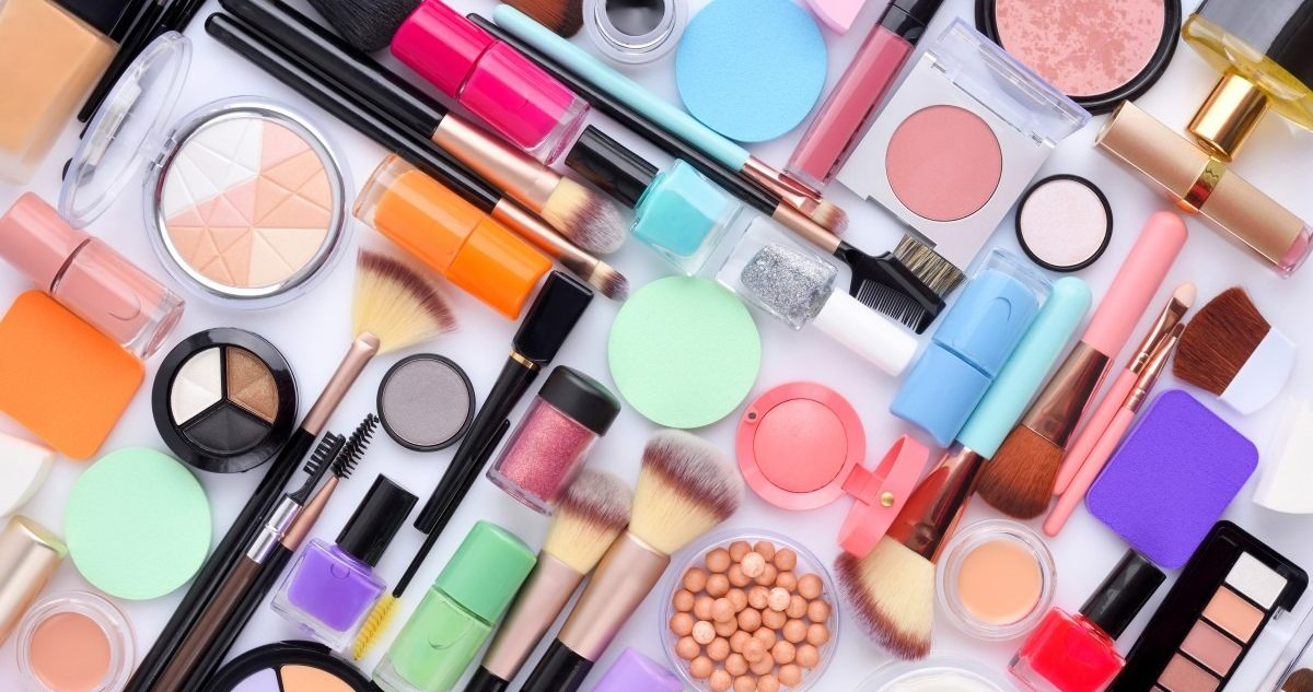 25 Toxic Skincare Ingredients To Avoid In Your Own Cosmetics