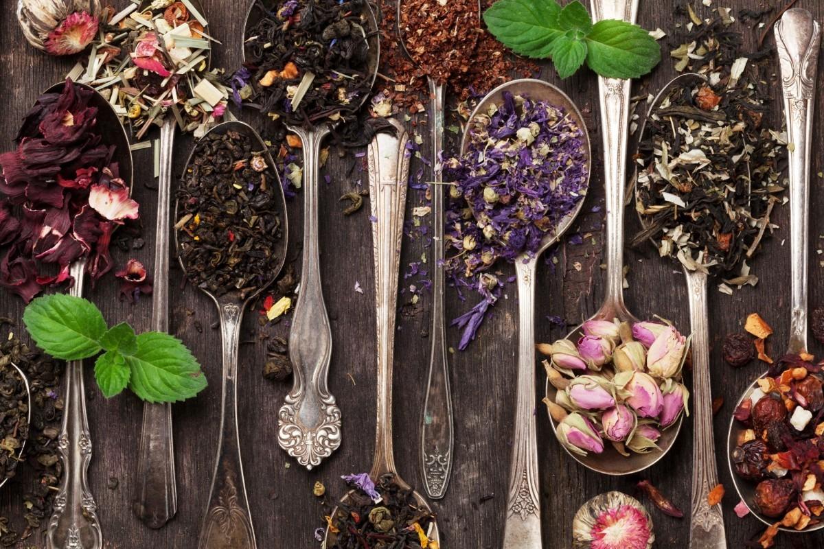7 Best Bath Tea Bags That Heal All Skin Types; Various tea in spoons. Black, green and red tea