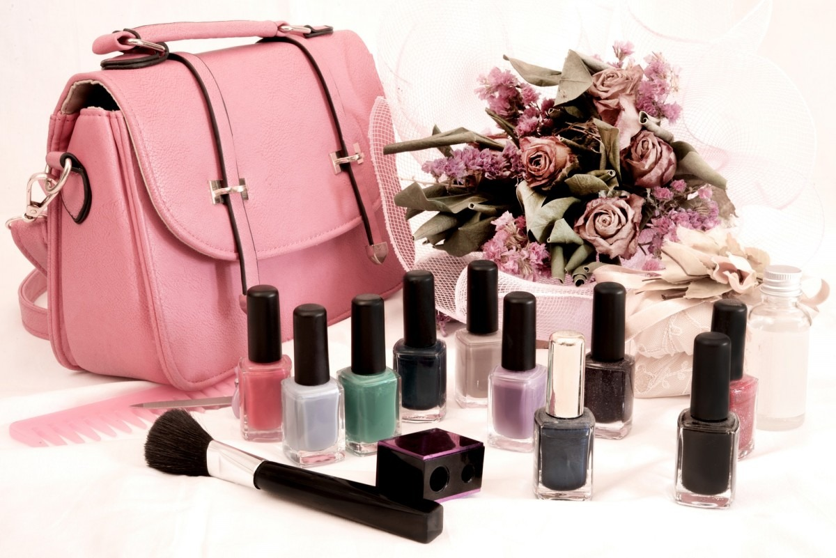 25 Toxic Skincare Ingredients To Avoid In Your Own Cosmetics; bag and nail polish