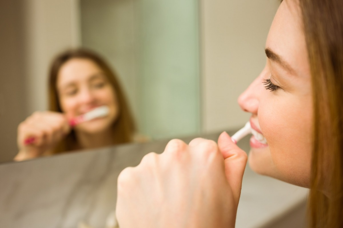 25 Proven Ways To Whiten Teeth Naturally Overnight At Home