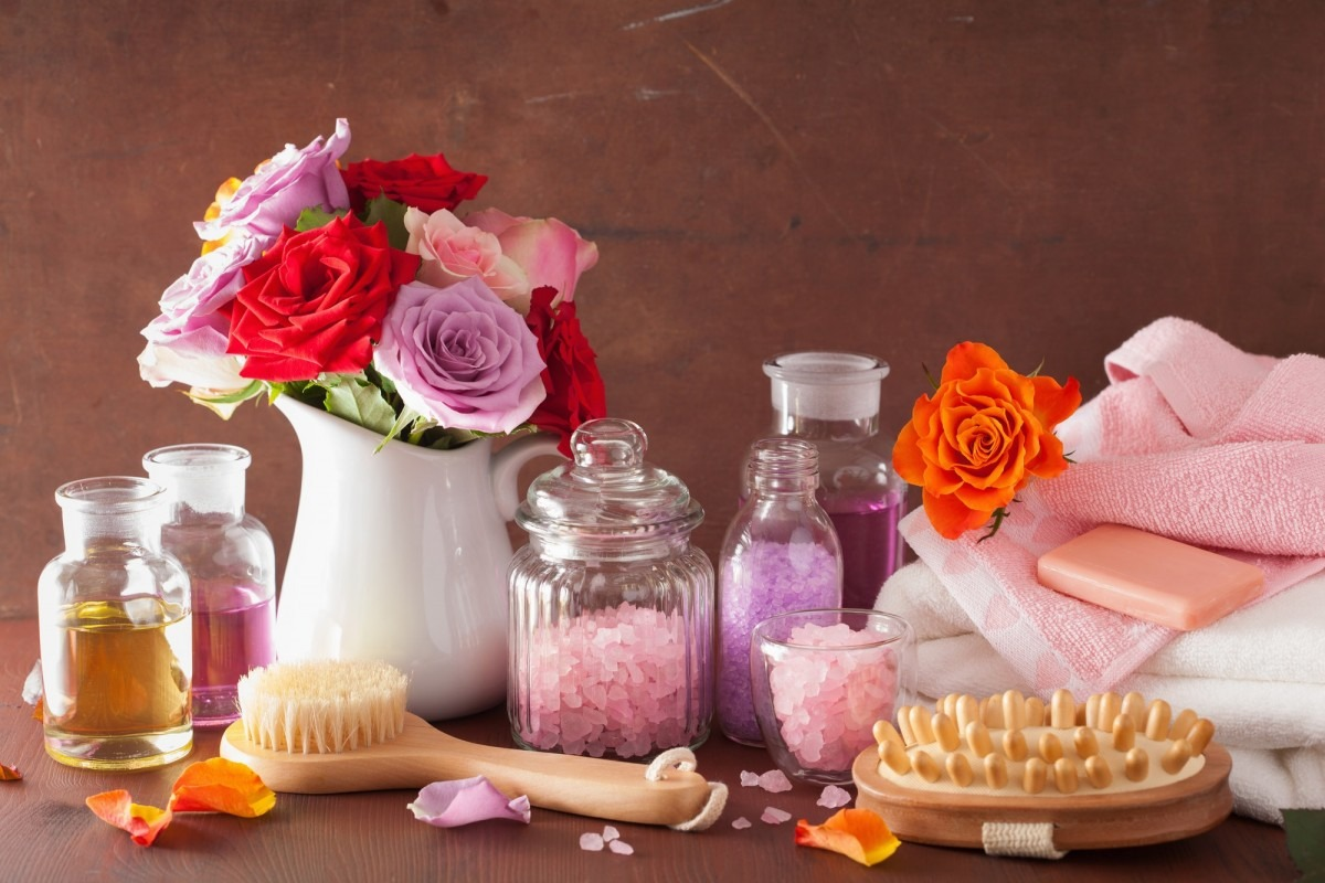 This DIY Spa Night Routine Will Give You A Youthful Glow; spa aromatherapy with rose flowers essential oil salt